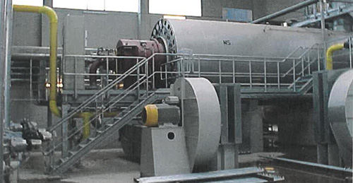 The hot gas generator with refractory lined combustion chamber provides hot gas
